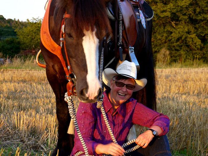 Claudi-oppel-horsemanship-trainerin-kunde1
